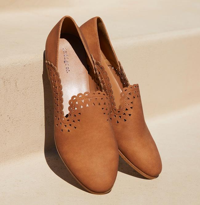 A pair of Indigo Rd Summer19 sandals.